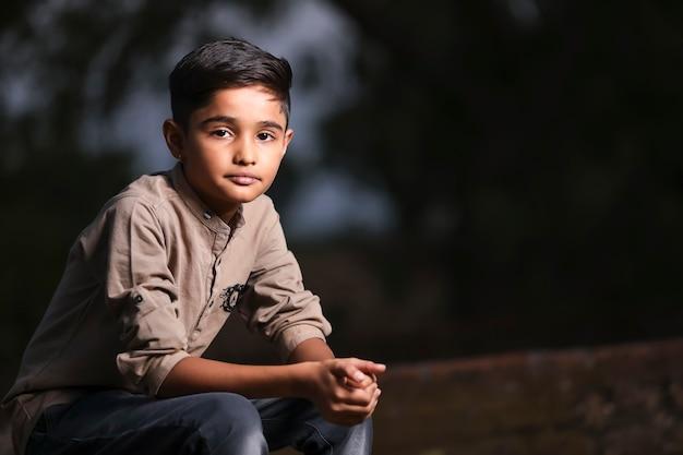 幸せなかわいいインド/アジアの子供