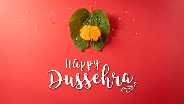 행복 dussehra 노란색 꽃 녹색 잎과 빨간 배경에 쌀