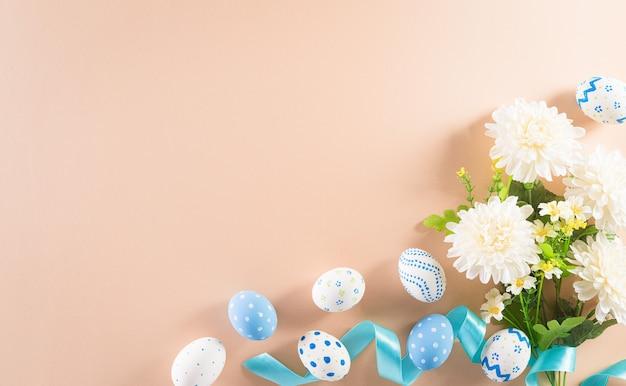 Счастливой пасхи красочные пасхальные яйца с цветком