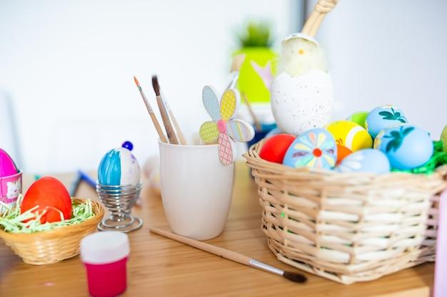 행복 한 부활절 달걀 그림 계란 페인트 브러쉬