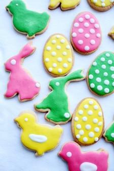 Хв. разноцветное пасхальное печенье.