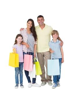 Счастливая семья, перевозящих сумок