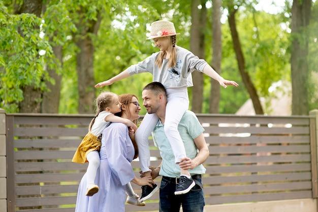 야외 재미 행복 한 가족