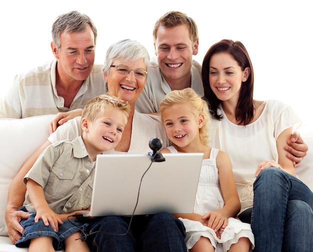 Счастливая семья в видеоконференции