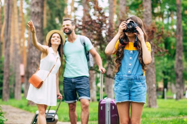 休暇中の幸せな家族