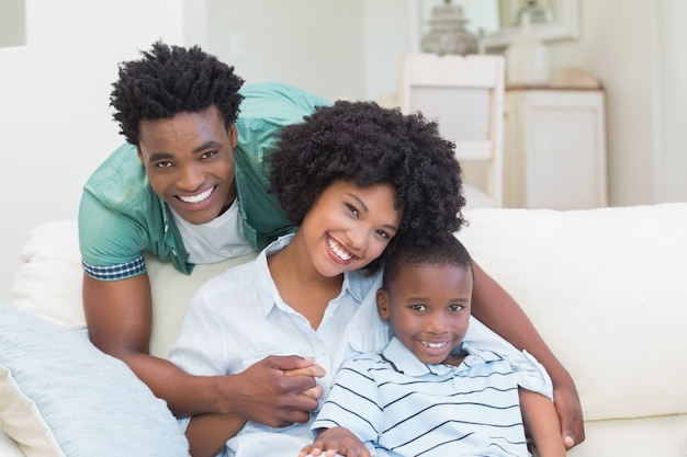 幸せな家庭のソファ
