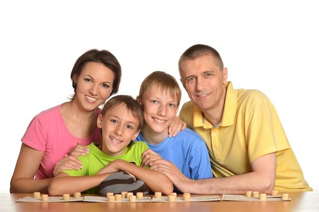 흰색 바탕에 재생 행복 한 가족