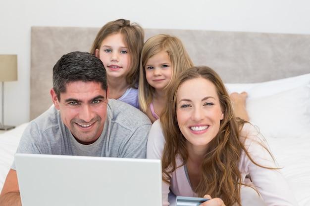 オンラインで幸せな家族を買い物
