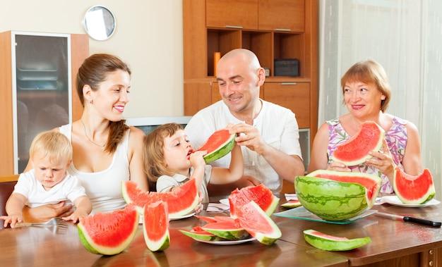 Счастливая семья вместе с арбузом