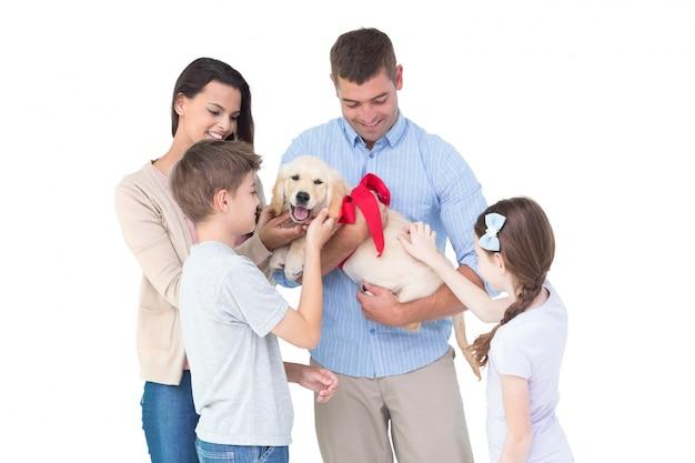 犬と一緒に暮らす家族