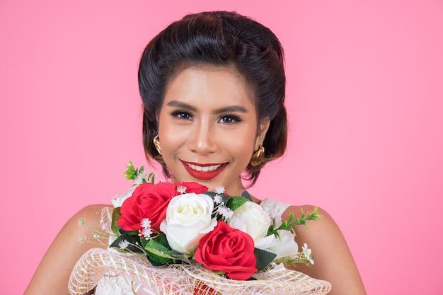 Happy fashion для женщин и букет цветов