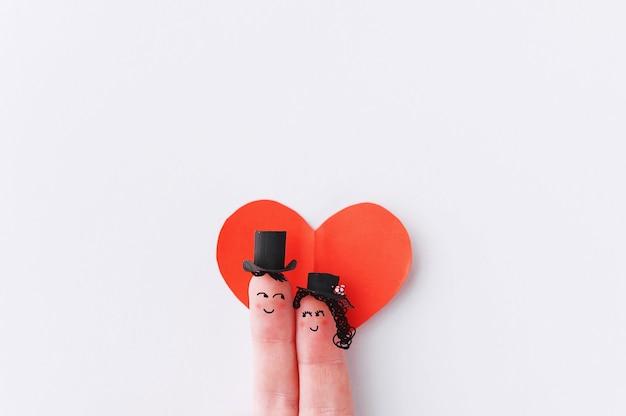사랑에 행복 한 손가락 커플