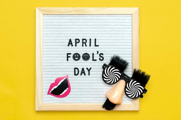 Счастливый день дураков концепция первого апреля праздничная открытка