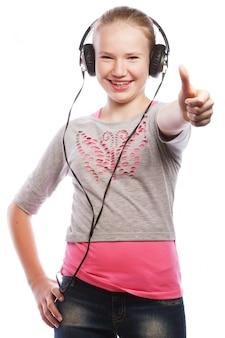 ヘッドフォンで幸せな女の子