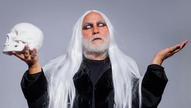 해피 할로윈. 해골 악마 남자입니다. 공포와 무서운 개념입니다. 십월. 수염 난 남자 할로윈 파티에 대 한 준비입니다.