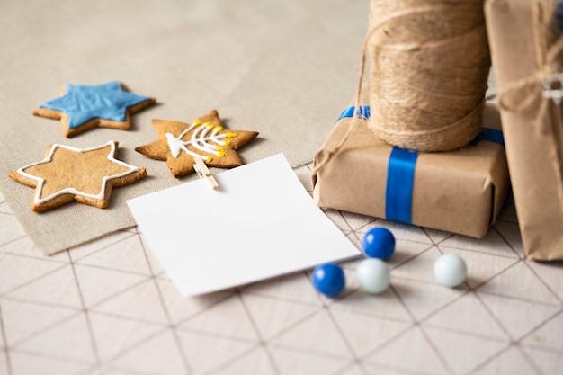 Подарки и печенье счастливого традиционного фестиваля хануки