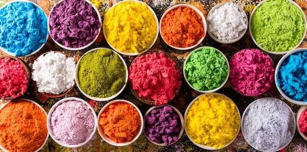 해피 홀리 장식, 인도 축제 다채로운 홀리 파우더의 상위 뷰