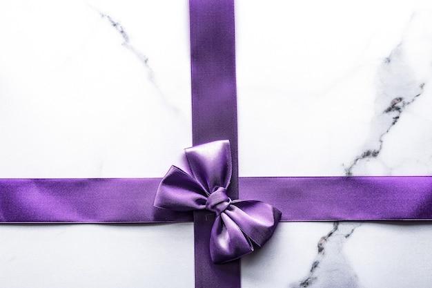 幸せな休日、お祝いの装飾とブランド販売促進の概念