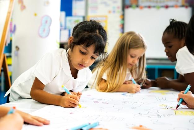 Счастливые дети в начальной школе