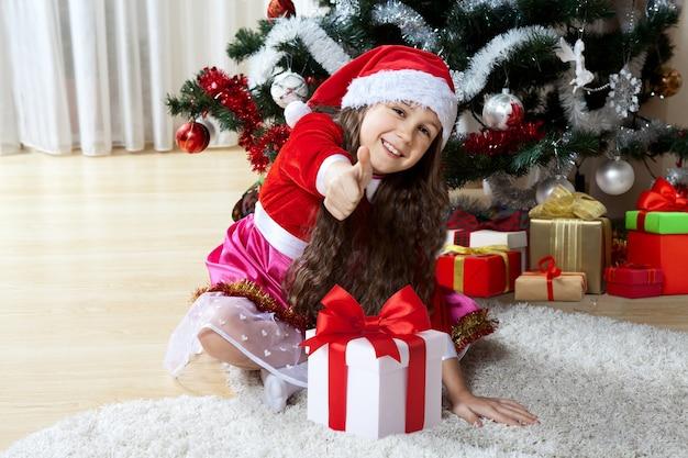 彼女のクリスマスプレゼントと幸せな少女