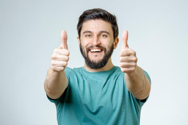 今すぐ登録親指を与える幸せな男