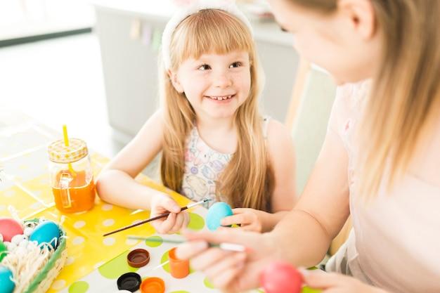 ハッピーマザーと娘の卵の絵