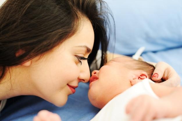 ハッピーマザーと彼女の赤ちゃん