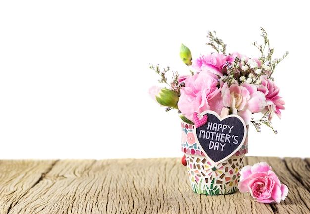 모자이크 꽃 냄비에 나무 마음과 분홍색 카네이션에 해피 어머니의 날 편지