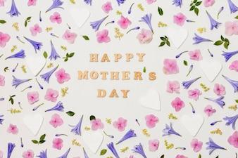 装飾的な花の間の幸せな母の日タイトル