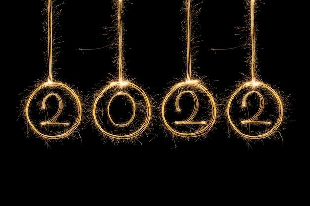 スパークル花火で書かれた新年あけましておめでとうございます2019