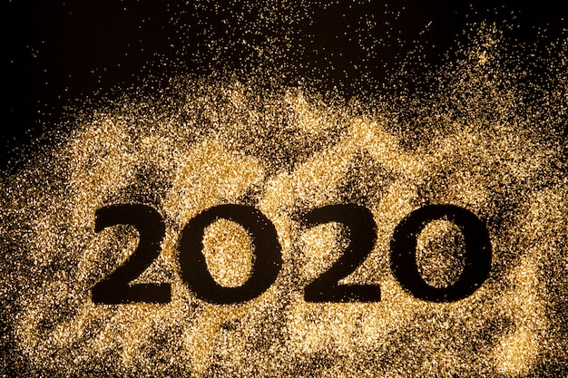 新年あけましておめでとうございます2020。2020年を構成する数字2と0の創造的なコラージュ。美しい輝くゴールデン番号2020
