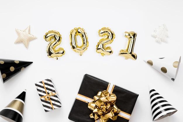 明けましておめでとうございます2021年フラットレイ。 2021年白地に金箔風船