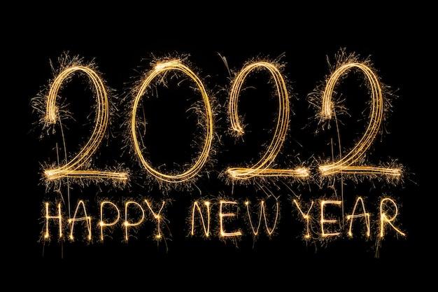 明けましておめでとうございます2022輝く燃えるテキスト黒の背景に分離された明けましておめでとうございます2022