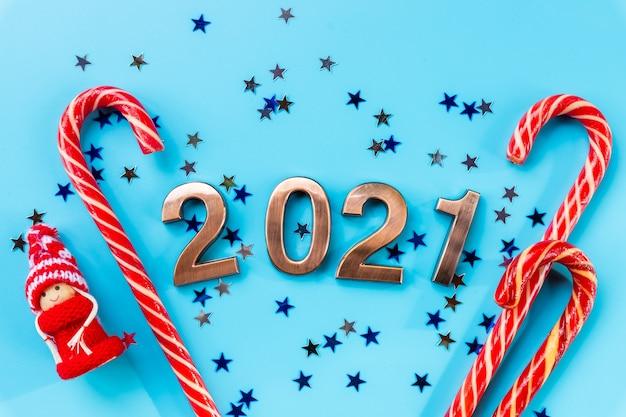 С новым годом с числами и леденцами