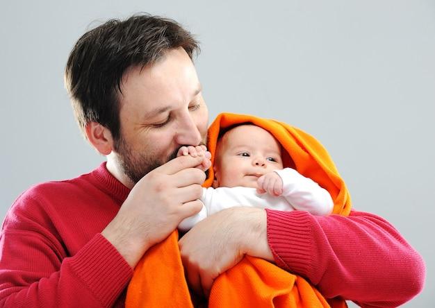 赤ちゃんと幸せな親