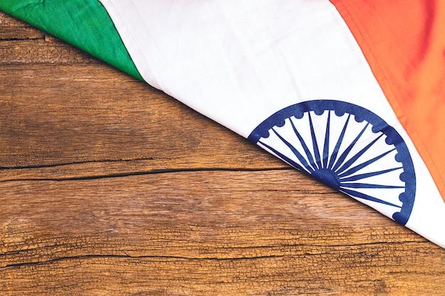 Счастливый день республики индия, трехцветный флаг на белом фоне