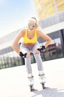 Счастливого катания на роликовых коньках в городе