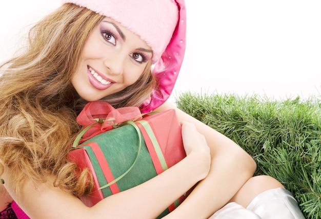 선물 상자와 함께 행복 한 산타 도우미