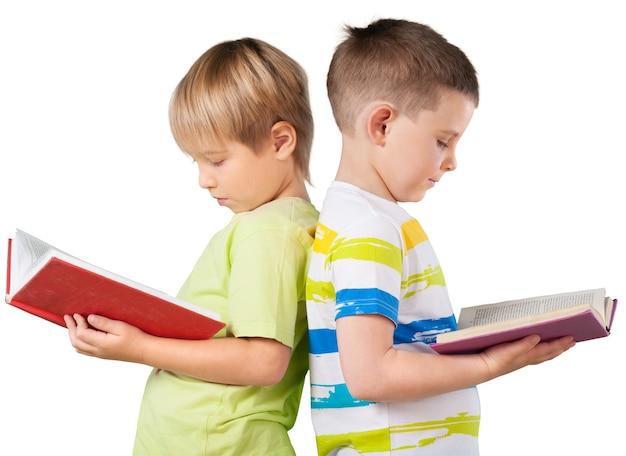 白い背景で隔離の本と幸せな男子生徒