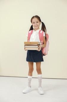 幸せな女子高生。学習と学校の時間の概念。