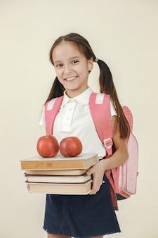 Счастливая школьница. концепция обучения и школьного времени.