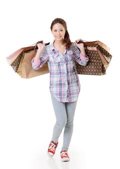 幸せな買い物の女性