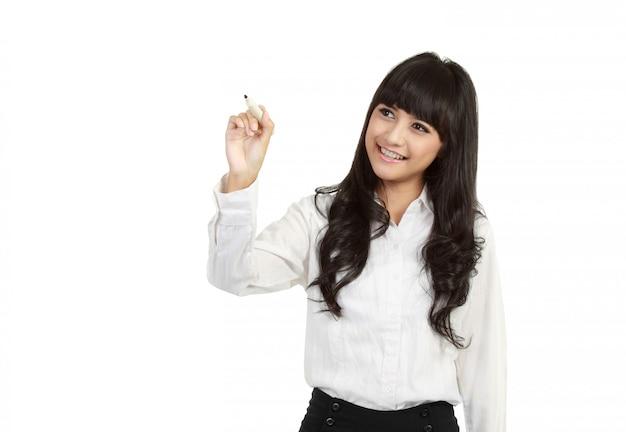 幸せな笑顔の陽気な若いビジネス女性の書き込みまたは画面上に描画