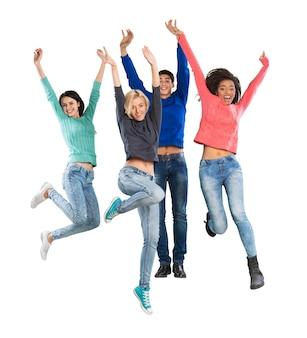 Счастливые студенты прыгают, изолированные на белом фоне