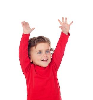 幸せな成功の赤ん坊彼の手を上げる