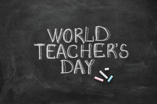 Счастливый день учителя концепция мелом надписи