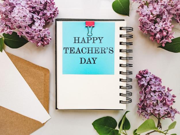С днем учителя. блокнот с поздравительной надписью