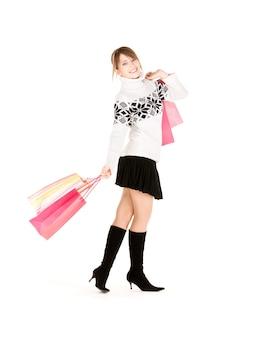 흰색 위에 쇼핑백과 행복 한 십 대 소녀