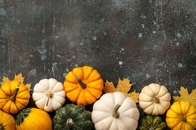 Happy thanksgiving background with decorative pumpkins