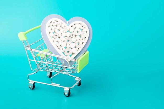 幸せなバレンタインデー2月14日、ショッピングカートの大きな心
